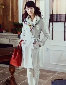 【图】米色风衣搭配围巾丝巾好看吗?