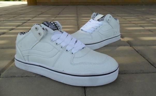 【图】女生白色板鞋怎么搭配?
