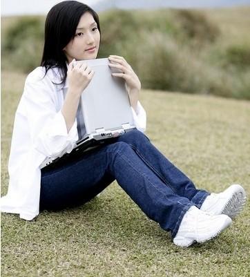 【图】女生穿白袜子运动鞋减龄显嫩