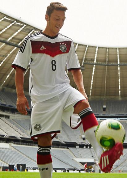 巴西世界杯德国足球队队服介绍 历届德国足球队球衣回顾