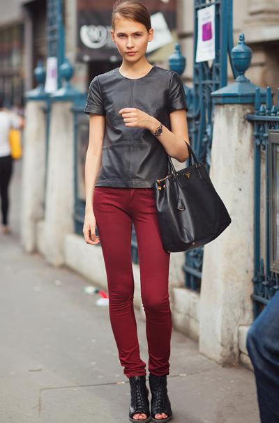 【图】酒红色裤子配什么颜色鞋子?