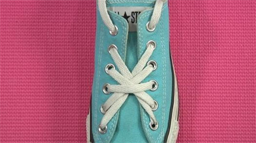 五孔五角星鞋带系法步骤