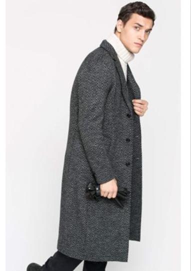 主营欧式风格设计男装,欧式风格的风衣款式尤其受都市精英的欢迎,考究