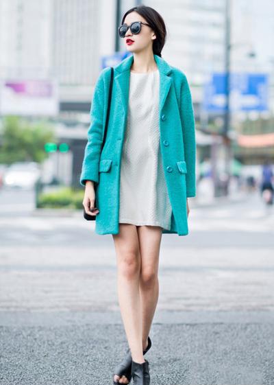 【图】蓝绿色外套搭配方法