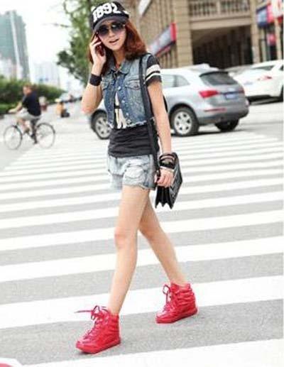 红色女板鞋搭配技巧图片