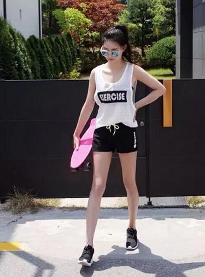 【图】女生黑色运动鞋搭配技巧图片