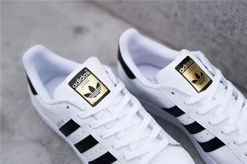三叶草贝壳头金标如何 阿迪达斯贝壳鞋金标图片