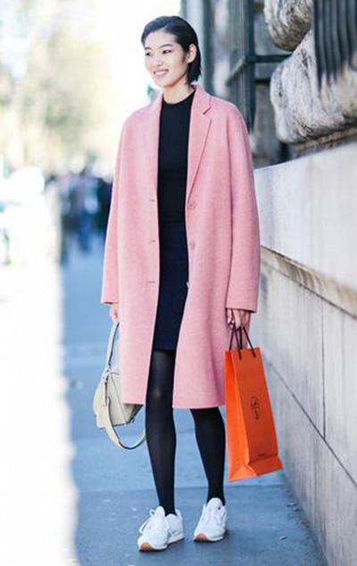 闲与时髦的秋冬运动鞋搭配示范