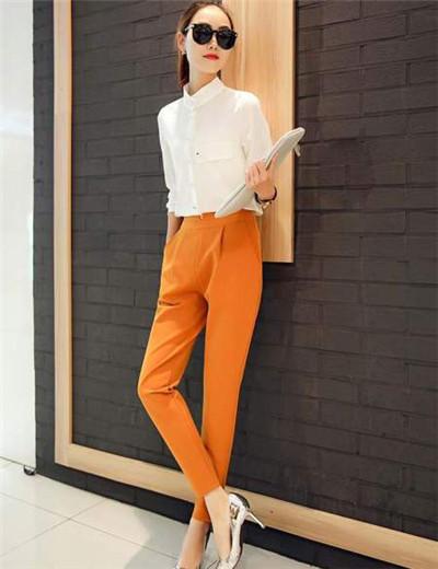 橘黄色外套配什么内衣