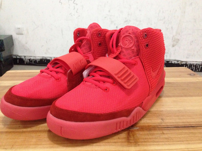 Nike yeezy 2白怎么样?Nike air yeezy 2 red october配色赏析
