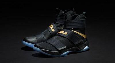 造型设计十分前卫的战靴——Nike soldier x