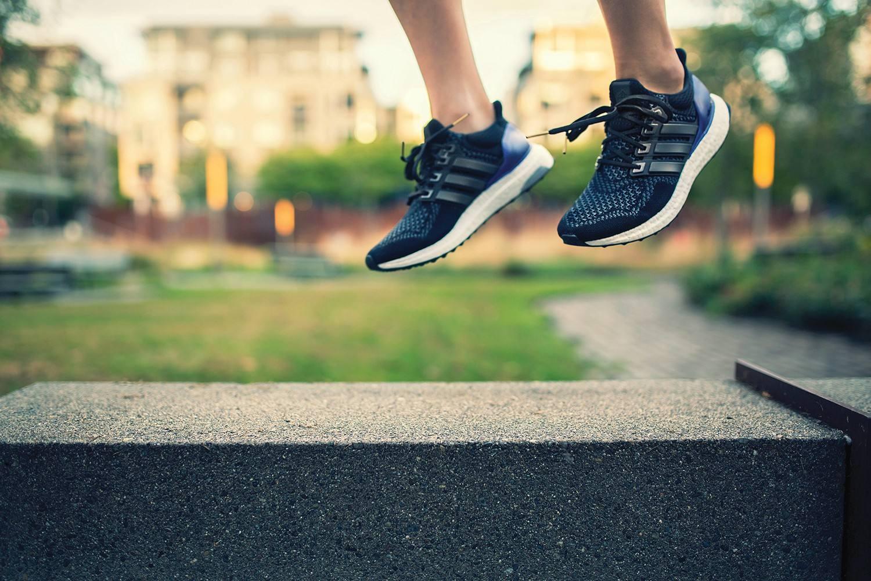 跑鞋也潮!不可错过的三款Adidas潮流跑鞋