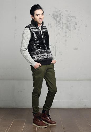 军绿色裤子配什么颜色上衣好看?教你轻松搭出时髦感