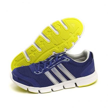 有色差,难看,退回更换另一款 另一款很满 阿迪达斯跑步鞋V21793 名鞋库产品评价