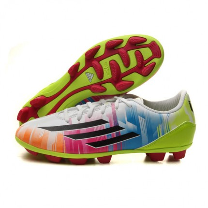 鞋子穿起来很舒适,不像刺客9那么挤脚,包 阿迪达斯足球鞋F32757 名鞋库产品评价