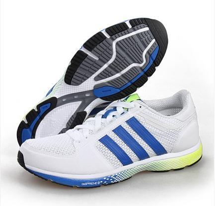 正品阿迪达斯清风系列上市时间:   adidas clima清风跑鞋系列在1997年就已经上市了,但在2002年阿迪达斯才推出 adidas clima cool技术并运用到之后的阿迪清风系列跑鞋.