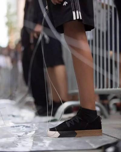 Adidas originals alexander wang鞋款介绍
