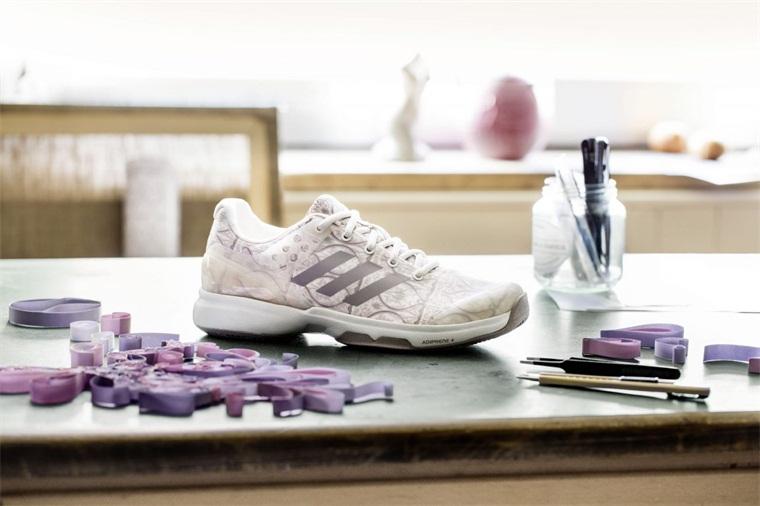 涂鸦风格设计的Adidasart球鞋有一番风味